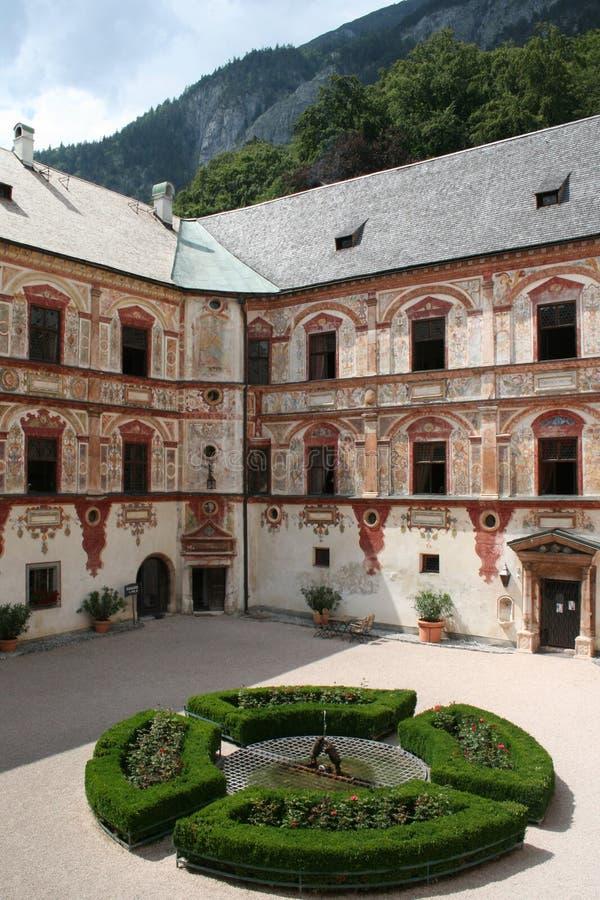 Patio del castillo de Tratzberg, Austria fotografía de archivo libre de regalías