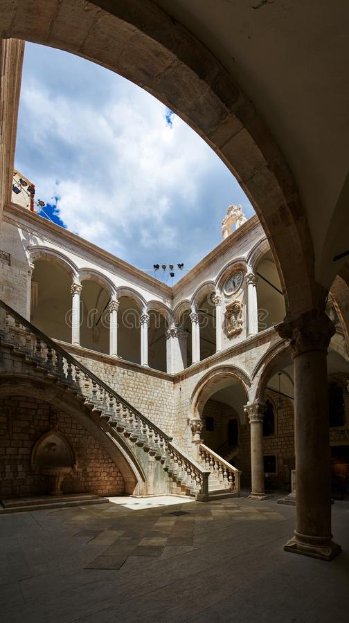 Patio del palacio del ` s del rector, Dubrovnik fotografía de archivo libre de regalías
