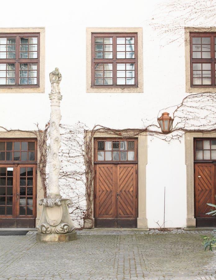 Patio del renacimiento con el puntal de piedra foto de archivo libre de regalías