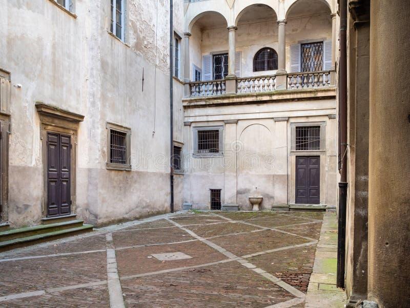 Patio della magna di Domus del palazzo nella città di Bergamo fotografia stock