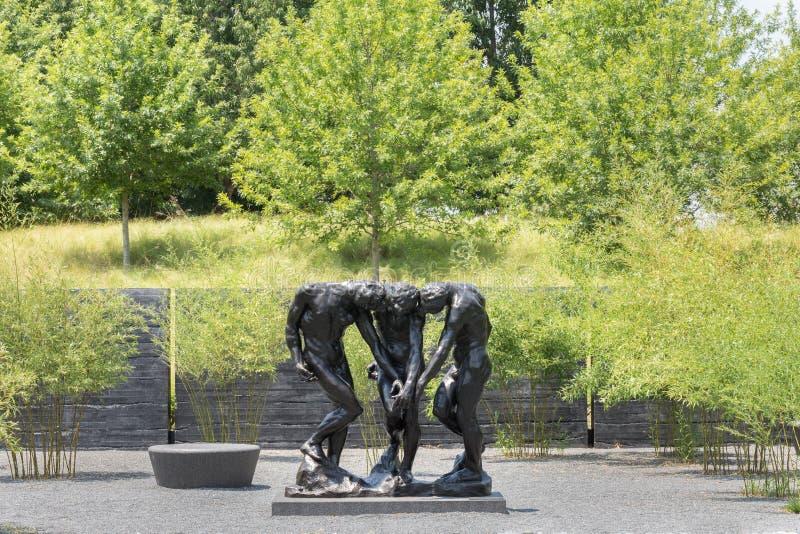 Patio exterior Rodin Statues de Carolina Museum del norte del arte fotografía de archivo