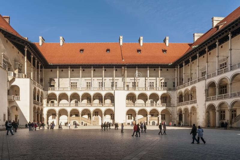 Patio hermoso del renacimiento del castillo de Wawel, Kraków, Polonia fotos de archivo libres de regalías