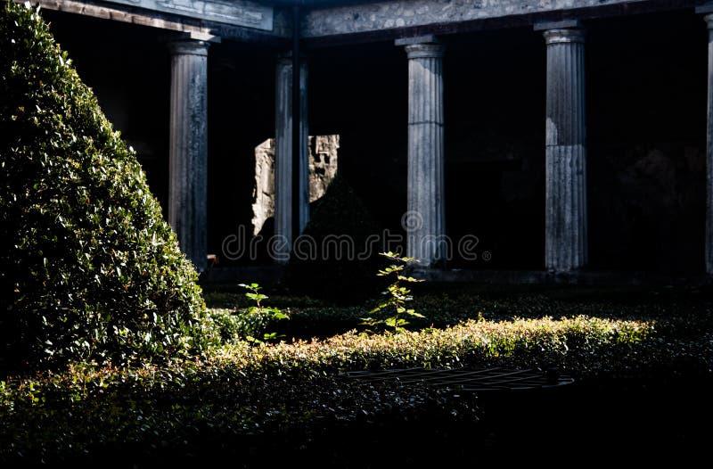 Patio intérieur d'une maison de Pompeii photo stock