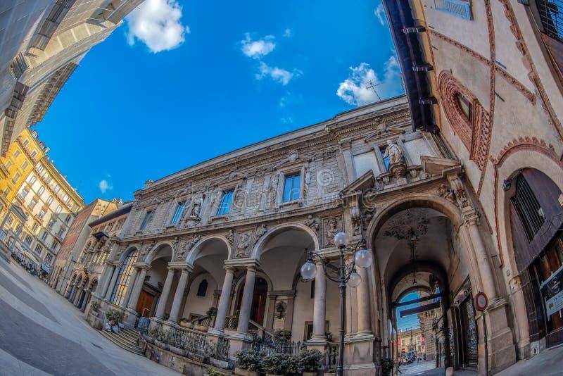 Patio interior con los edificios históricos, Milán, Italia fotografía de archivo libre de regalías