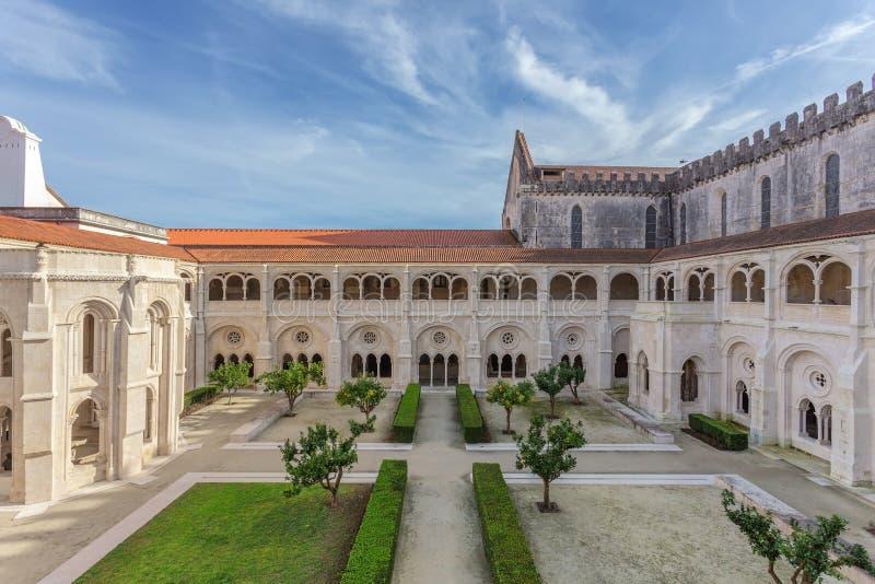 Patio interno del monasterio católico Alcobaca fotografía de archivo