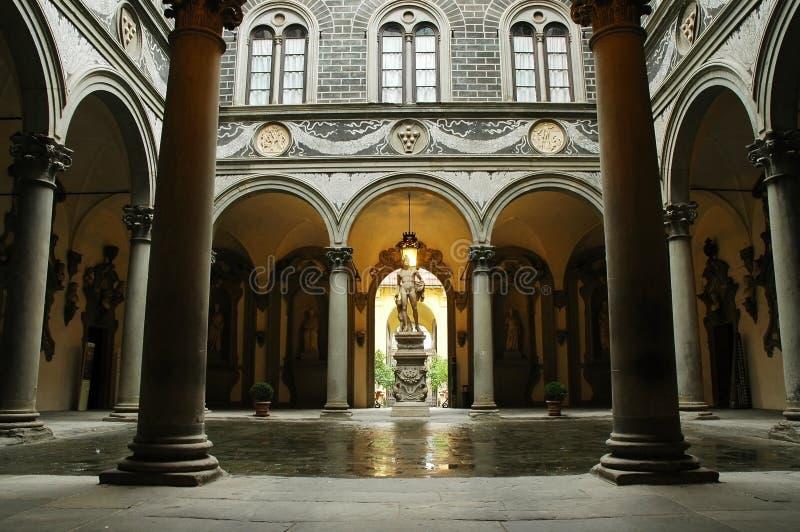 Patio interno del palacio de Medici, Florencia imágenes de archivo libres de regalías