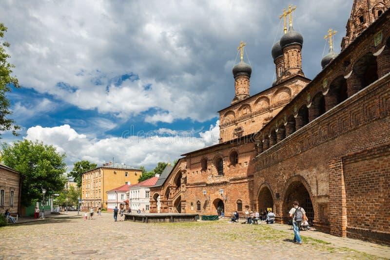 Patio patriarcal antiguo del claustro de Krutitsy en Moscú fotos de archivo