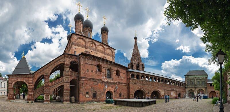 Patio patriarcal antiguo del claustro de Krutitsy en Moscú, panor fotografía de archivo libre de regalías
