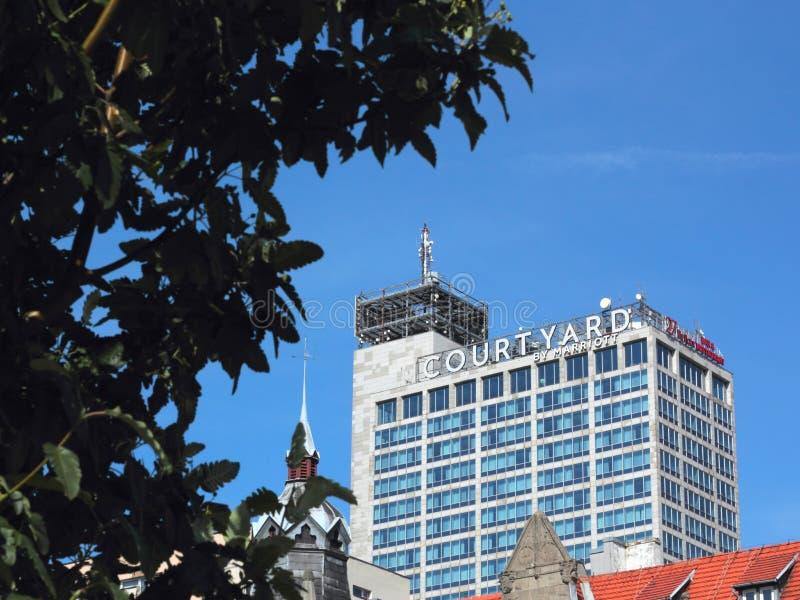 Patio por el hotel de Marriott, Katowice foto de archivo