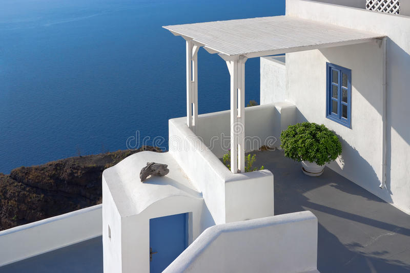 Patio in Santorini, Griechenland stockfotos