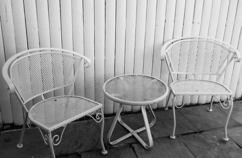 Patio stół krzesła i zdjęcia stock