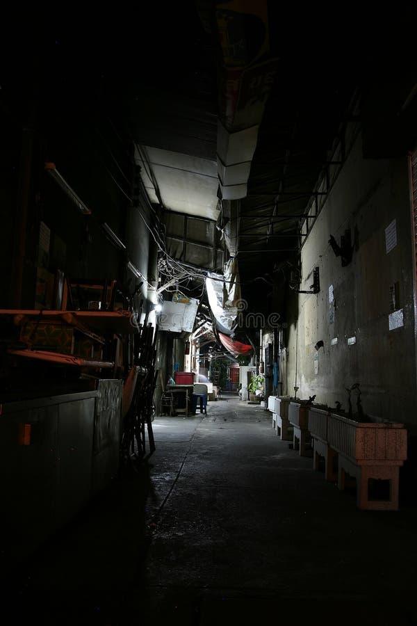 Patio trasero de Bangkok en la noche fotos de archivo