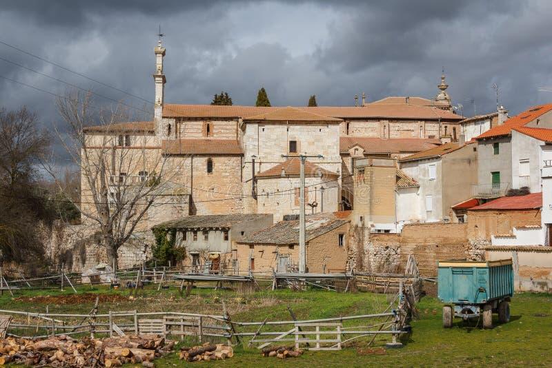 Patio trasero de las casas medievales en Penafiel imagenes de archivo