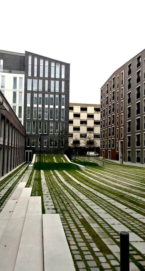 Patio verde moderno imagenes de archivo