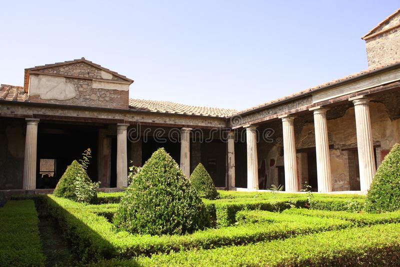 Patio w domu bogata rodzina, ruiny Pompeii, Włochy zdjęcia royalty free