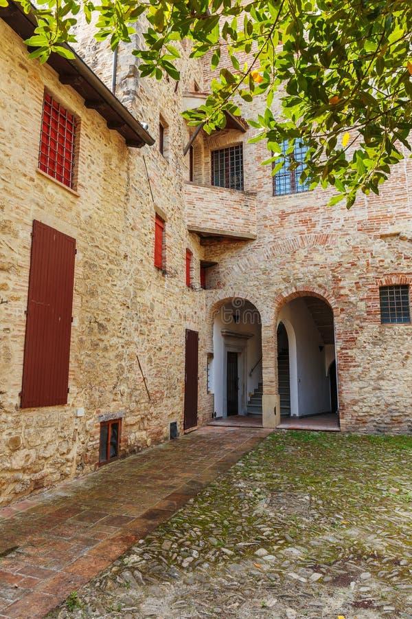 Patio w starym miasteczku w Włochy obraz royalty free