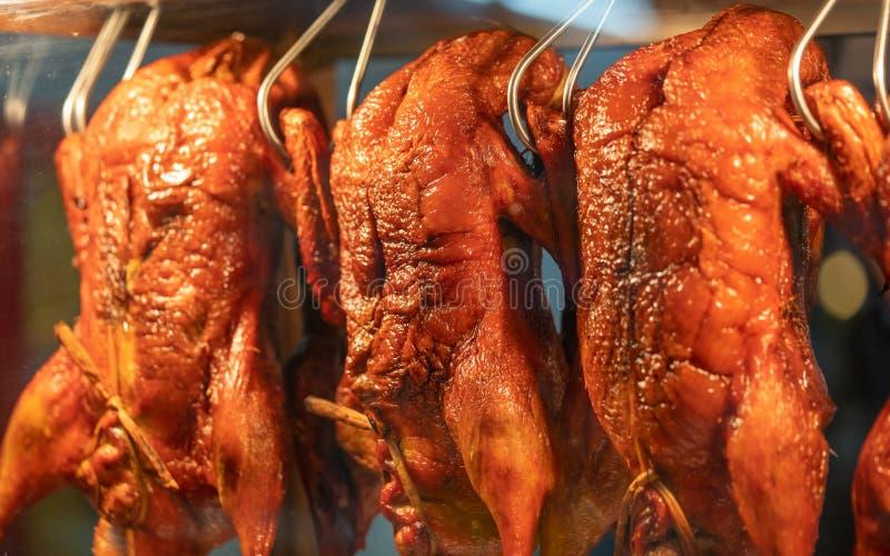Pato asado a la parrilla carne asada deliciosa de la tentación fotos de archivo
