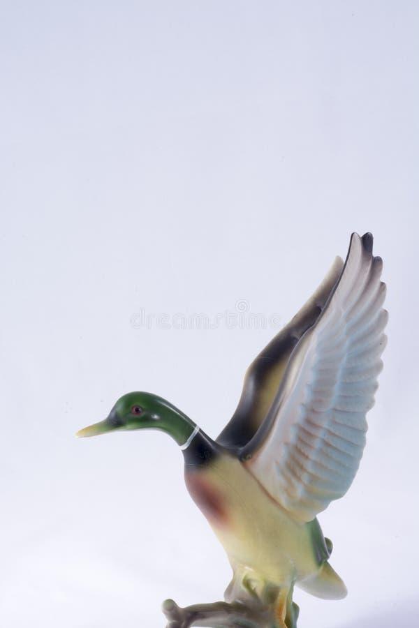Pato cerâmico que toma o voo imagem de stock