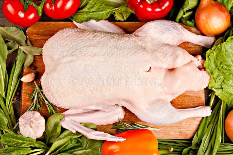 Pato y verduras crudos frescos fotografía de archivo