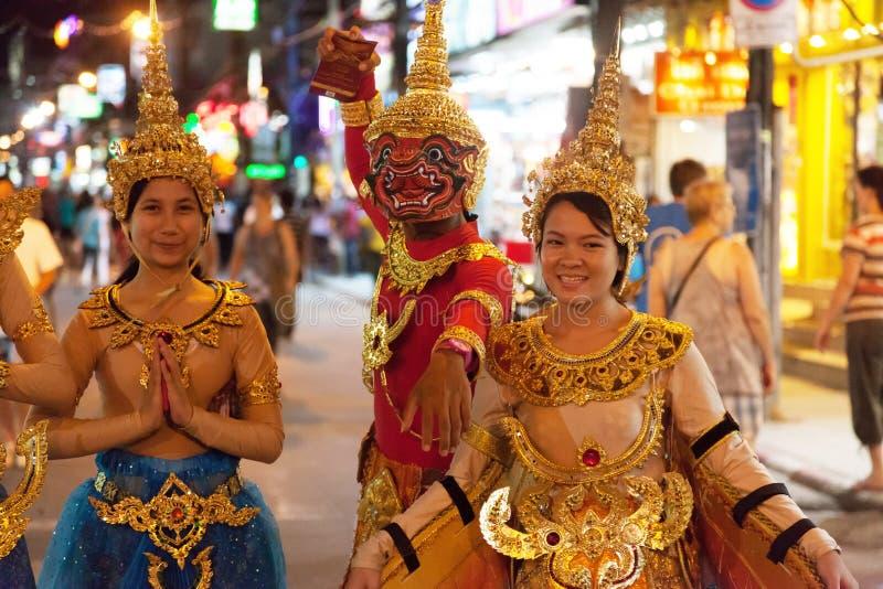 PATONG, THAILAND - APRIL 26, 2012: Straatbarkers op de show. N stock foto