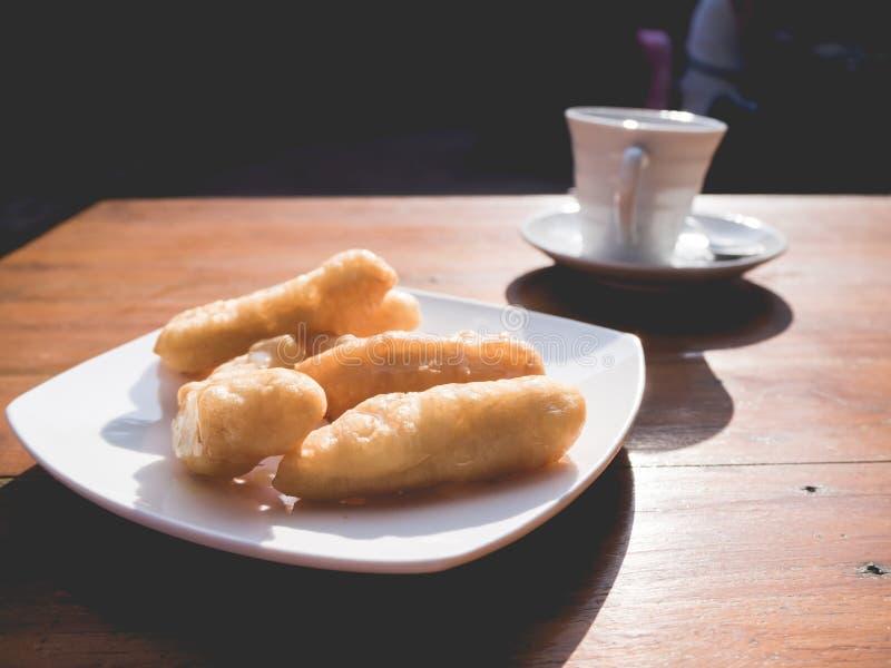 Patongko ή τσιγαρισμένο σύνολο πρωινού ραβδιών ζύμης στοκ εικόνα