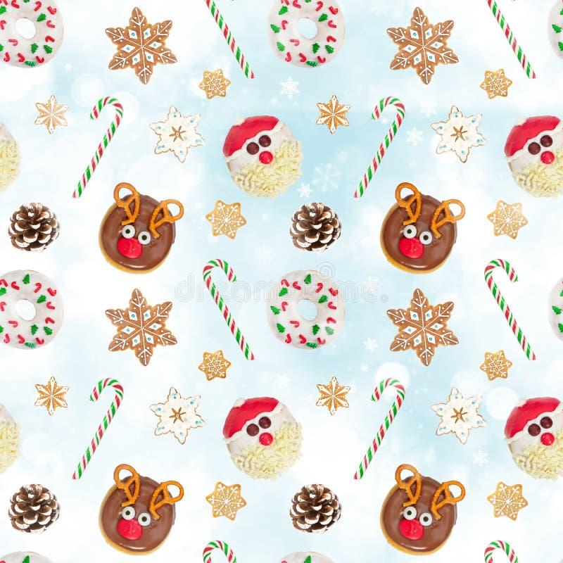 Patrón sin inconvenientes con galletas de jengibre, Santa Claus, donut y cono de árbol de Navidad imagenes de archivo