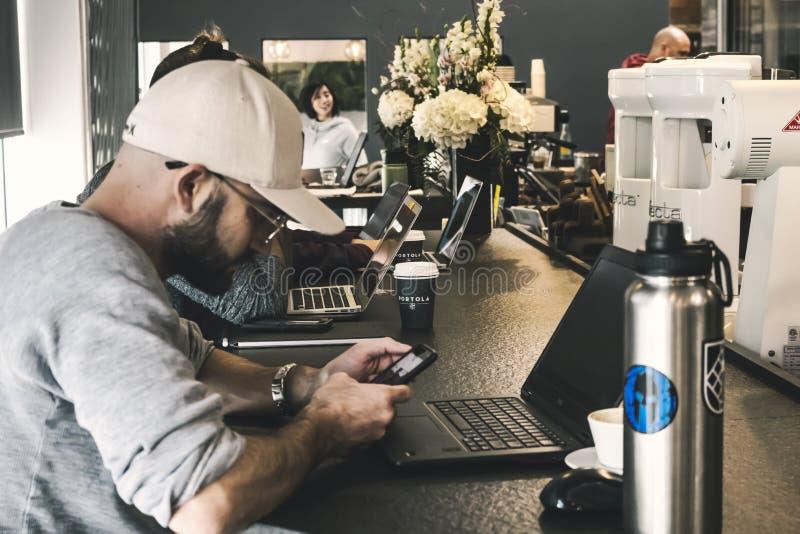 Patrón y café imagen de archivo