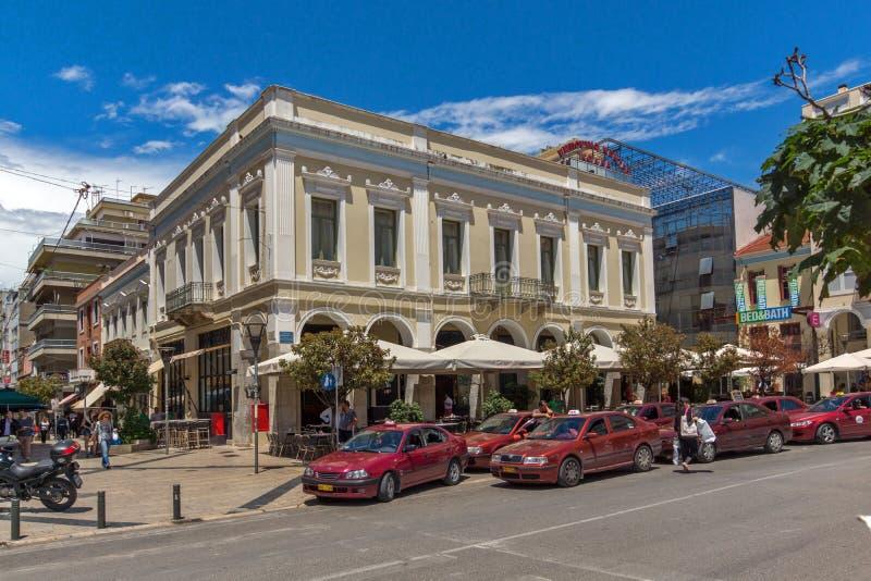 PATRAS GREKLAND MAY 28, 2015: Typisk gata i Patras, Peloponnese, Grekland arkivfoto