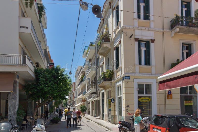 PATRAS GREKLAND MAY 28, 2015: Typisk gata i Patras, Peloponnese, Grekland royaltyfri bild