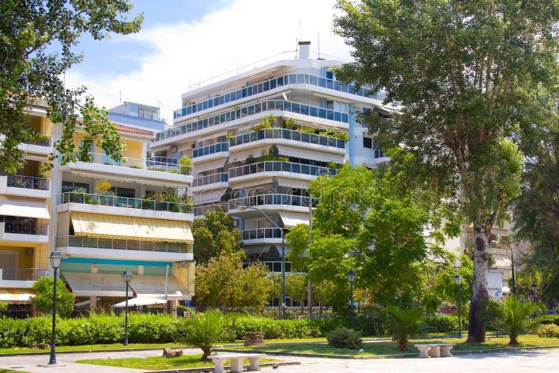 PATRASSO, GRECIA - 15 GIUGNO 2014: Via nel centro di Patrasso, Grecia Il terzo più grande in Grecia (170 mila dentro fotografia stock