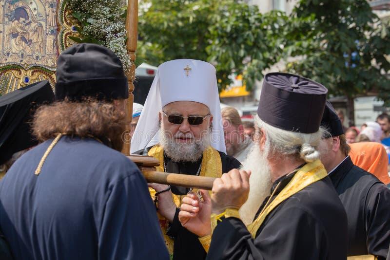 Patriarcat ukrainien de Moscou d'église orthodoxe de paroissiens pendant le cortège religieux Kiev, Ukraine photographie stock libre de droits
