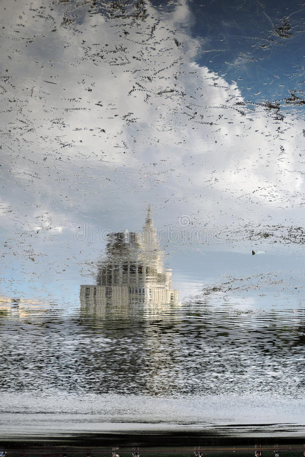 Patriarshiye池塘在莫斯科 抽象反映水 免版税图库摄影
