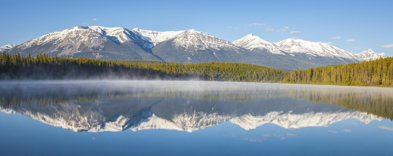 Patricia Lake en Jasper National Park photographie stock