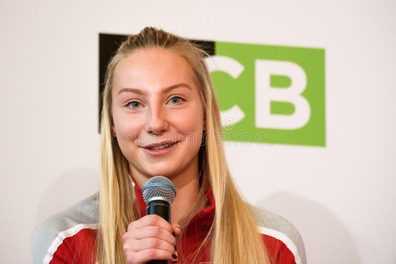 Patricija Spaka, Team Lettland Mitglieder von Team Latvia für FedCup, während des Treffens von Fans vor Erstrundespielen der Welt stockfotos