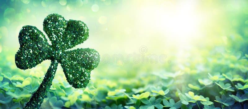 Patrick Day Symbol - trèfle brillant photo stock