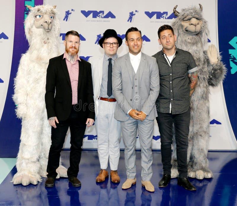 Patrick Stump, Pete Wentz, Joe Trohman och Andy Hurley av Fall Out Boy arkivfoto