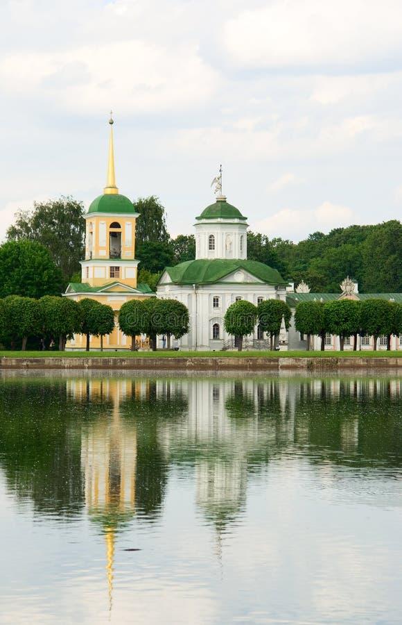Patrimoine de Kuskovo, Moscou : tour d'église et de cloche images libres de droits