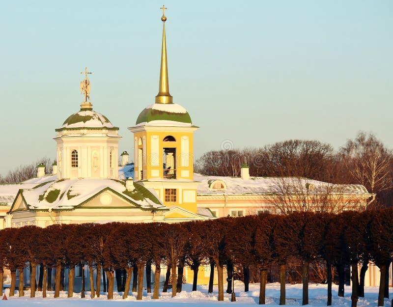 Patrimoine de Kuskovo. Vue de l'église de palais photographie stock