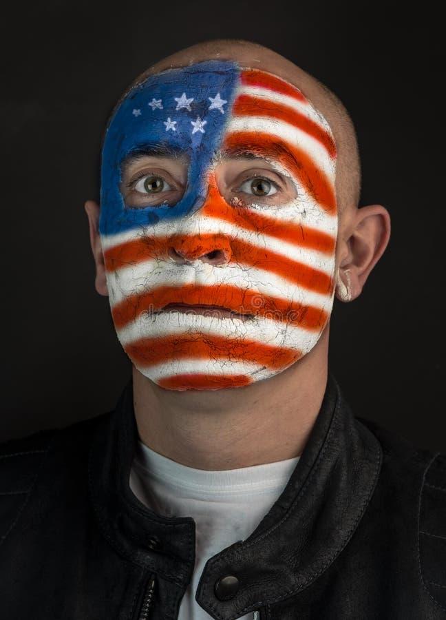 Patriotisch, amerikanische Flagge auf dem Gesicht des Mannes lizenzfreie stockfotos