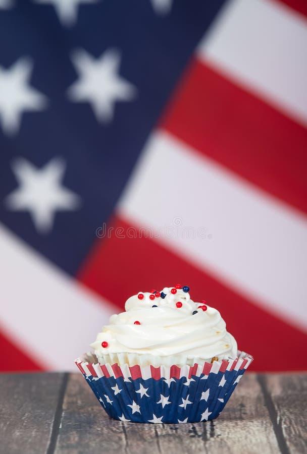 Patriotisch kleiner Kuchen Julis 4. oder Memorial Day s stockfoto