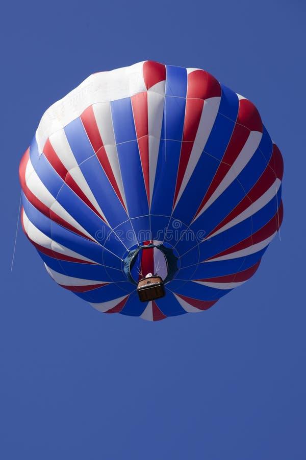 Patriotische rote weiße und blaue Heißluft-Ballone stockbild