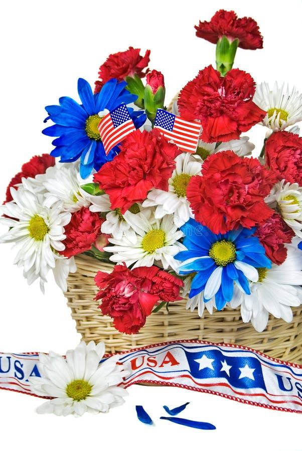 Patriotischer Blumenkorb lizenzfreies stockbild