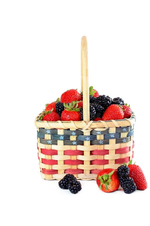 Patriotischer Korb der frischen Früchte. stockfotos