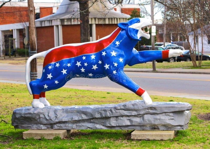 Patriotischer themenorientierter handgemalter Tiger Statue, Memphis Tennessee lizenzfreie stockbilder