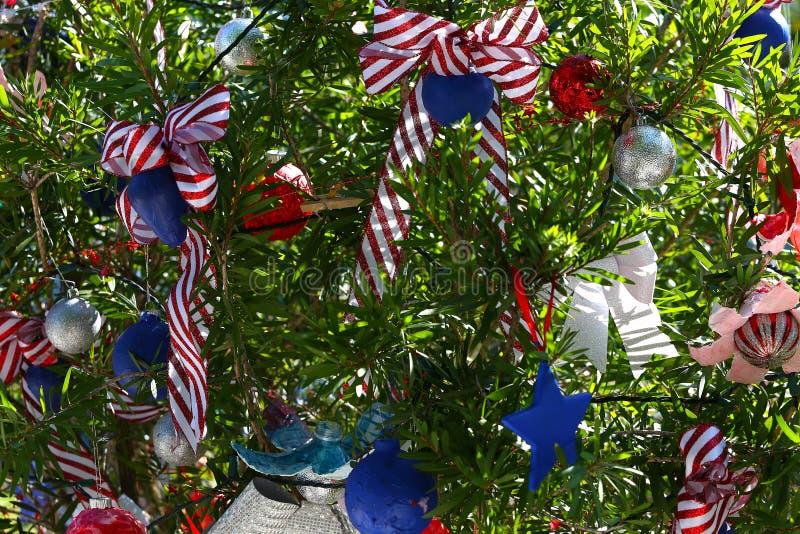 Patriotischer Weihnachtsbaum in Fort Myers, Florida, USA stockfotografie