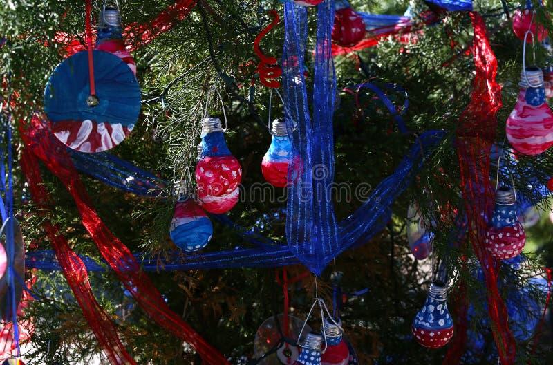 Patriotiskt julträd i Fort Myers, Florida, USA arkivfoton