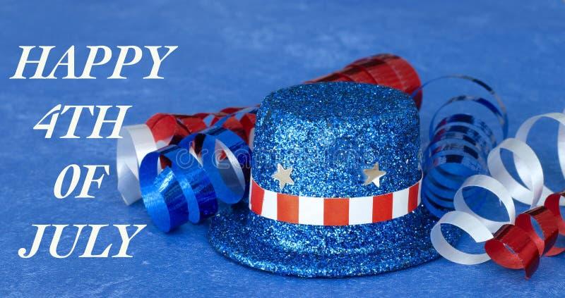 Patriottische hoed en lint op blauwe achtergrond royalty-vrije stock foto's