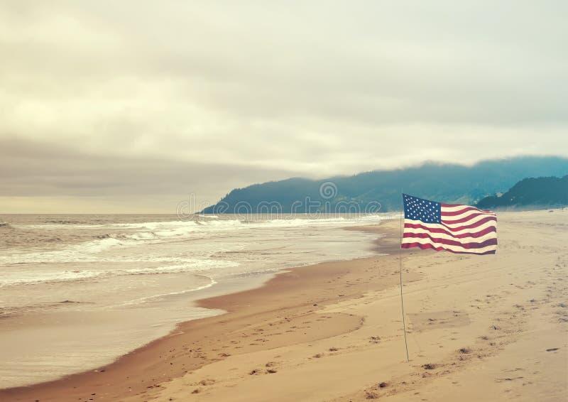 Patriotyczny usa tło z flaga amerykańską zdjęcia stock