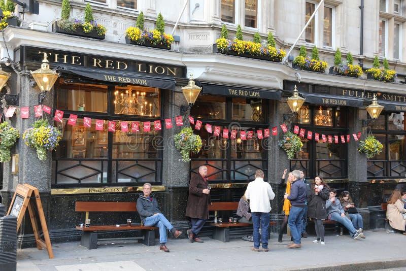Patroni del pub di Londra fotografia stock