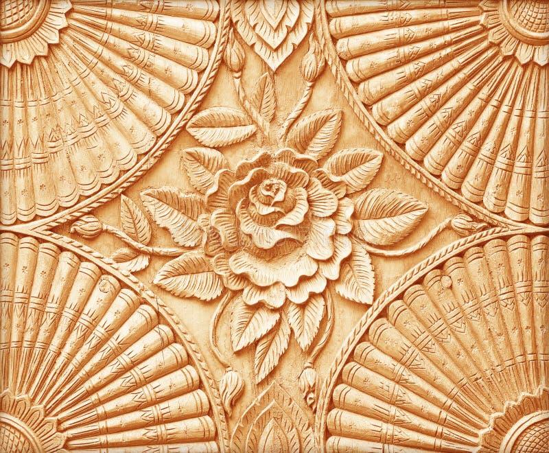 Patroon van bloem dat op hout wordt gesneden stock afbeelding